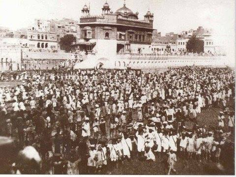 Very rare pic of Kar- Sewa at Shri Harmandir Sahib in 1923