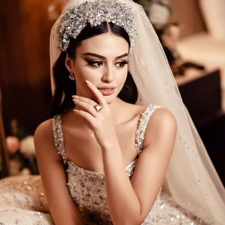 """بالفيديو والصور: حسناء وعارضة أزياء يمنية """"مريم ناظم""""  تنهار من البكاء بعد ضياع جهد 3 سنوات"""
