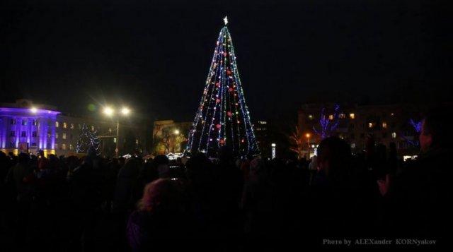 Новогодняя елка в Херсоне участвует в конкурсе на самую красивую в страны