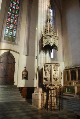 opuková kazatelna z 16. století