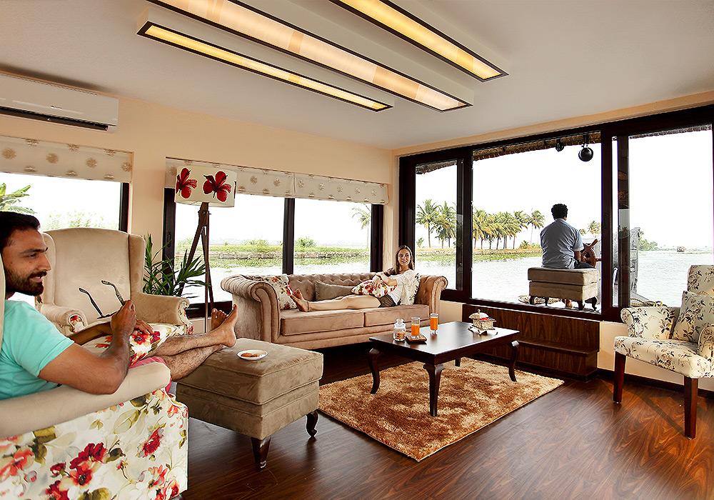 Spice routes saffron houseboat