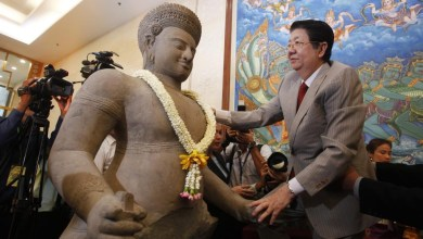 Photo of International art expert charged with selling looted Cambodian antiquities for the past 50 years