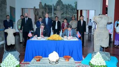 Photo of 2 historic Khmer statues returned to Cambodia