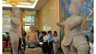 Photo of US returns two looted statues to Cambodia