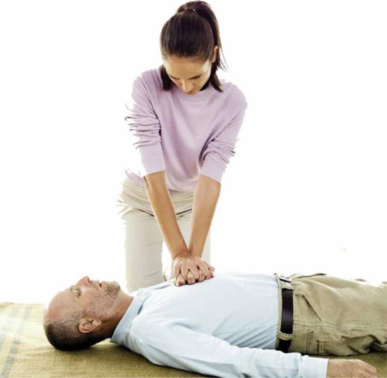 Cách sơ cứu khi không có dụng cụ y tế
