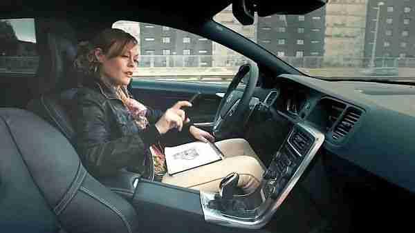 robot_taksiler-taksi-taksiler-otonom