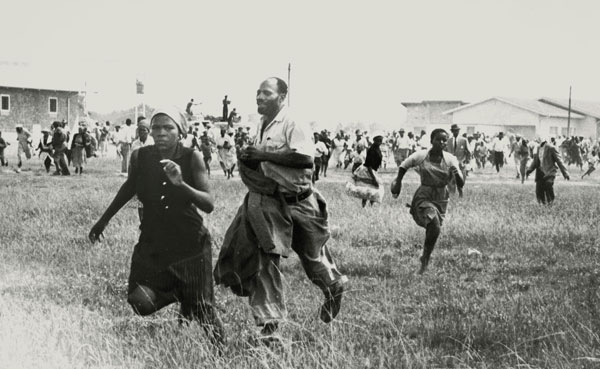 People running away from police shooting in the Sharpeville massacre