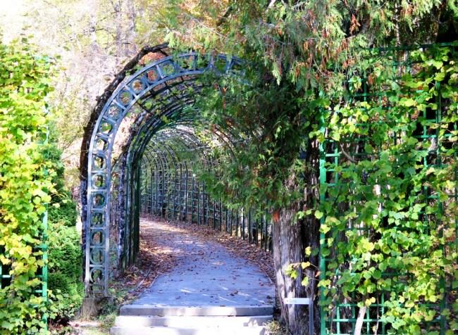 Linderhof Palace - Garden. Photo: TongMai