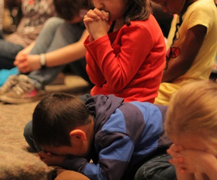 kids-praying-khurki.net