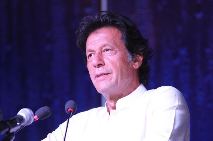 ن ليګ د ملک معيشت تباه کړے، کۀ حکومت کښې راغلو نو ټېکس به کموو: عمران خان