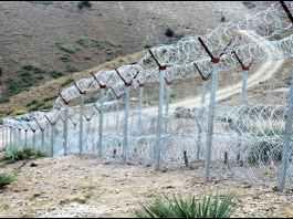 افغان سرحدي ځواکونو دپاکستان لخوا لګولي شي باړ په زبردستۍ لري کړي
