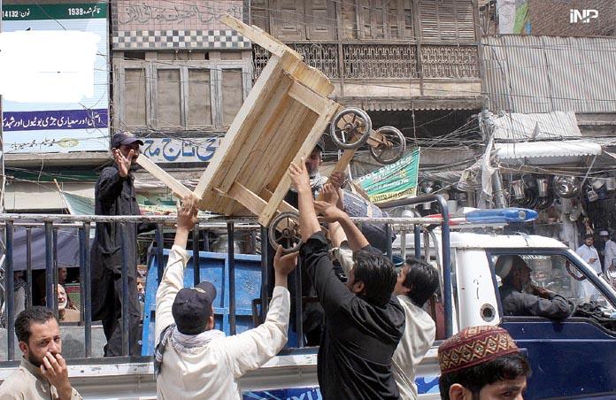 پيښور ضلعي انتظاميي بورډ بازار کښې د تجاوزاتو خلاف عمليات پيل کړي