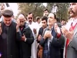 Senator Abdul Nabi Bangash laid floral wreath on Aitzaz Hassan' grave
