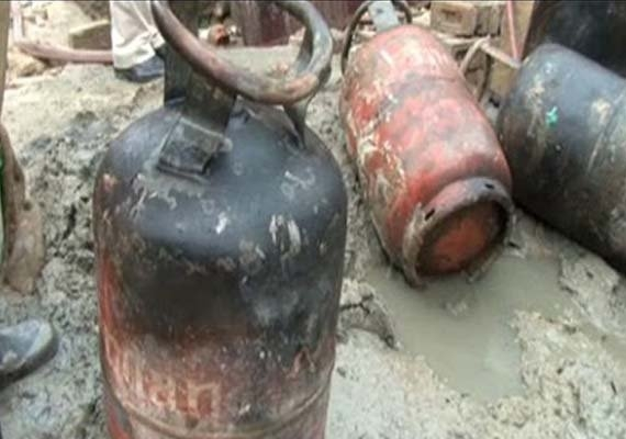Eight laborers injured in gas cylinder explosion in Lakki Marwat