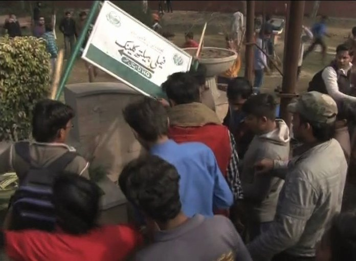 Slain protesters' funerals held in Kasur amid gruesome atmosphere