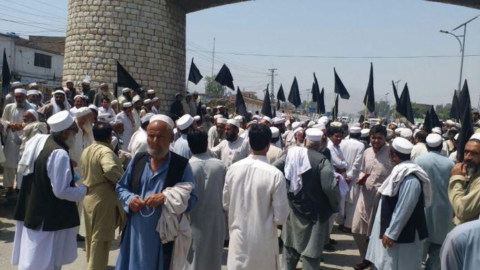 Khyber Agency affectees block Pak-Afghan Highway