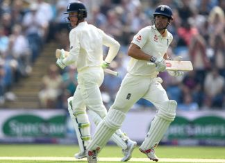 Pakistan collapse gives England early edge in second Test