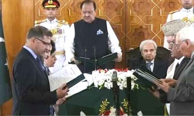 Two new caretaker federal ministers take oath