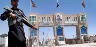 Pakistan hands over two Afghan soldiers to Afghanistan