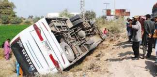 10 die as passenger coach overturns in Badin