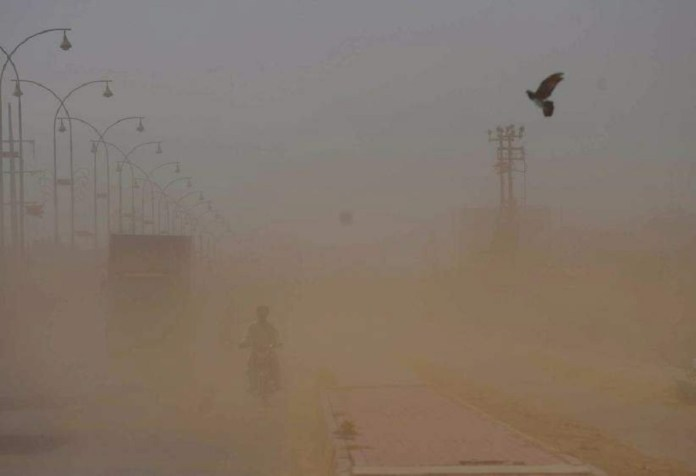 Three die as dust storm wreaks havoc in Karachi