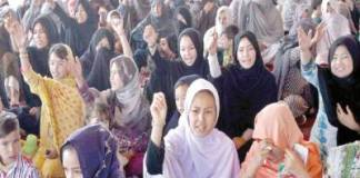 Hazara community ends sit-in after talks with Shehryar, Jam Kamal