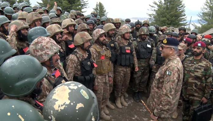Army Chief visits troops on forward posts in North Waziristan
