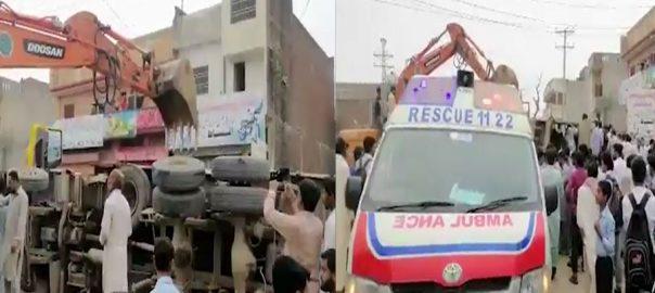 Seven students killed as truck falls on rickshaw in Narowal