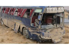 10 killed, 11 injured as bus falls into ravine in Balochistan