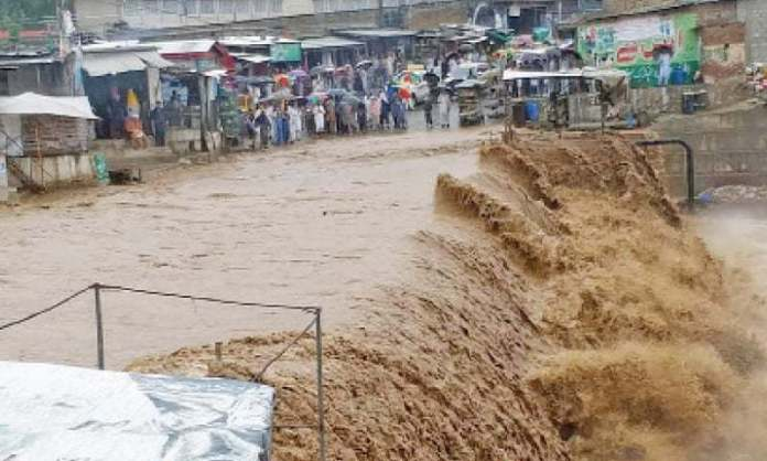 Eight killed in rain, flood related incidents in KP