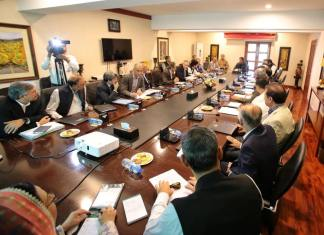 PM Imran Khan reiterates commitment to facilitate investors