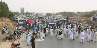 Azadi March Plan B: JUI-F blocks roads, highways across the country