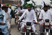 Sikh motorbike riders exempted from wearing helmet in Peshawar