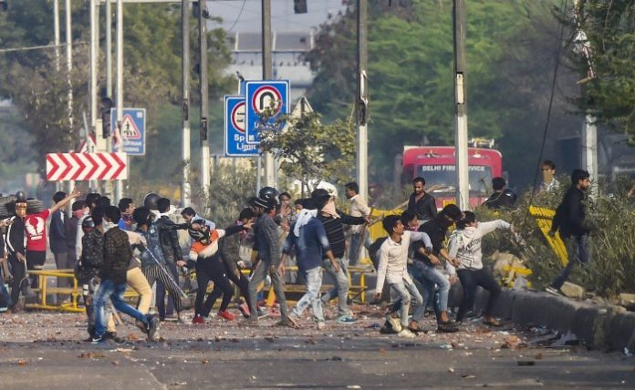 Death toll mounts to 18 as sectarian riots continues in New Delhi