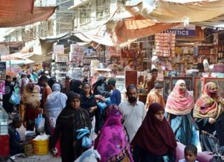 Punjab govt considers closing markets in Lahore over violation of COVID-19 SOPs