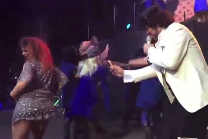 В Анапе фанатка станцевала для Киркорова эротический танец Фанатка станцевала для Киркорова Ф