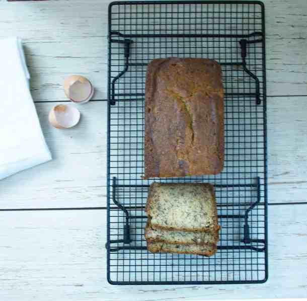 The BEST easy & moist banana bread for using up those overripe bananas | kickassbaker.com #bananabread