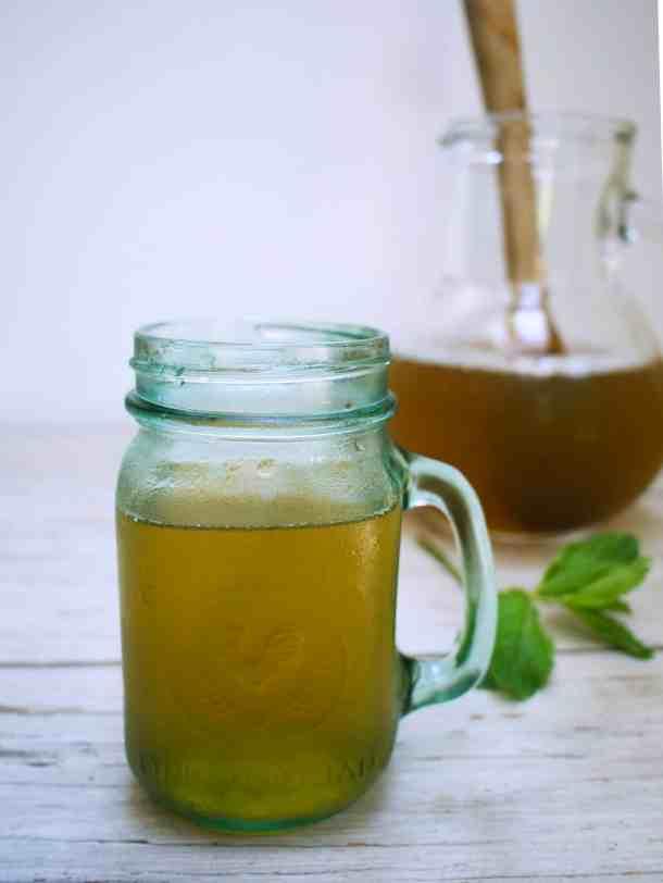 Refreshing Sweet Mint Iced Tea, paleo-friendly | kickassbaker.com #refreshing #summerdrink #icedtea #mint