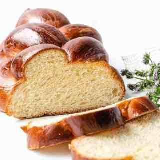 Challah Bread vertical sliced | kickassbaker.com