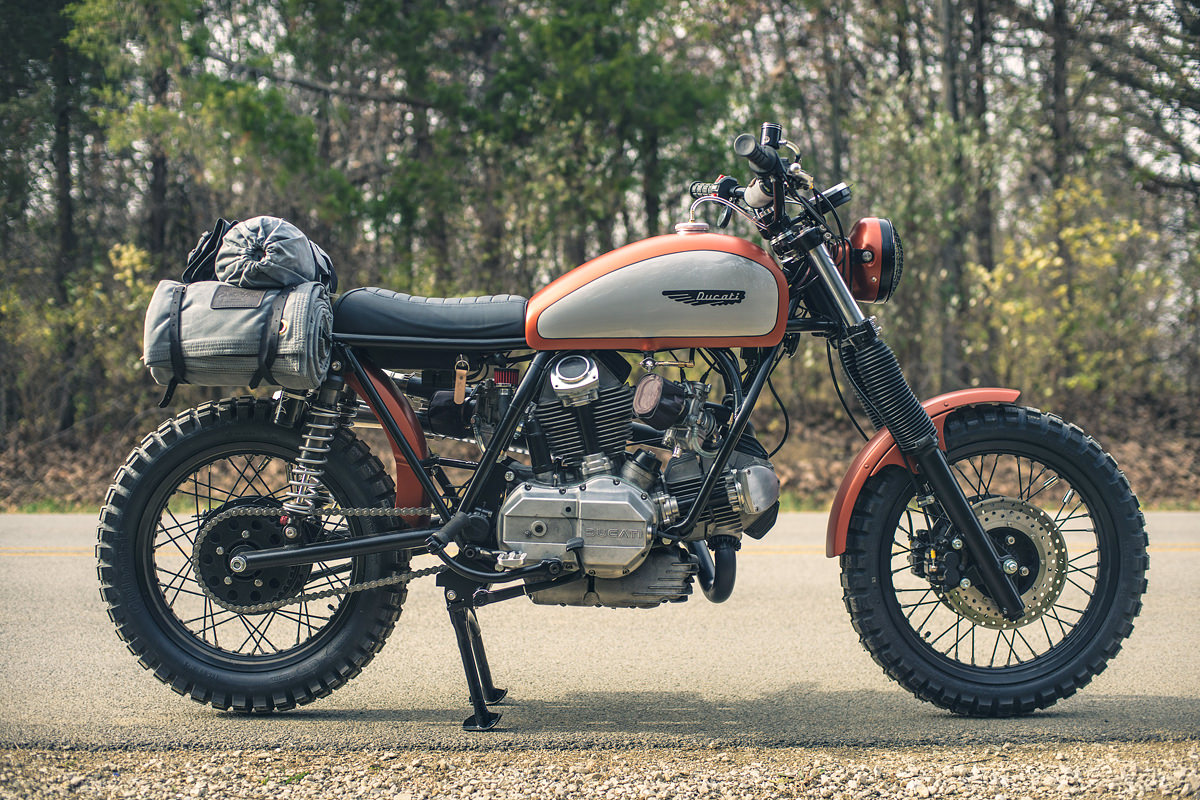 hight resolution of tony prust of analog motorcycles is an old fashioned craftsman he can turn his hand to fine woodworking as well as metallurgy and his chicago based