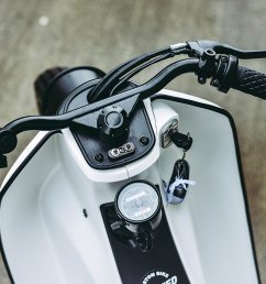 mounted below the steering stem control the starter and turn signals with a simple analog speedo mounted just behind them and all the wires that used  [ 1250 x 834 Pixel ]