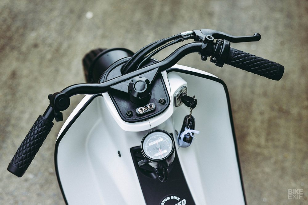 medium resolution of  mounted below the steering stem control the starter and turn signals with a simple analog speedo mounted just behind them and all the wires that used