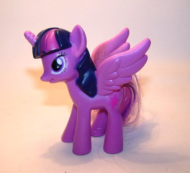 twilight-sparkle-my-little-pony-mlp-color-changing-ponies-2016-mcdonalds-happy-meal-toys