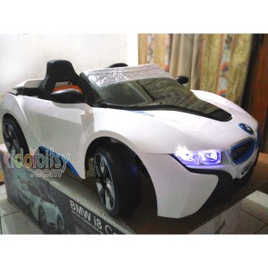 mobil-aki-bmw-i8-kids-car-ride-on-front-doestoys-pliko