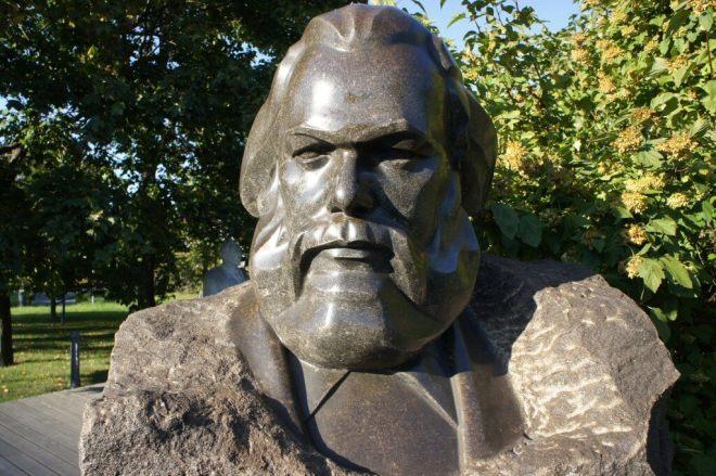 Mark Bust Muzeon Park Moscow