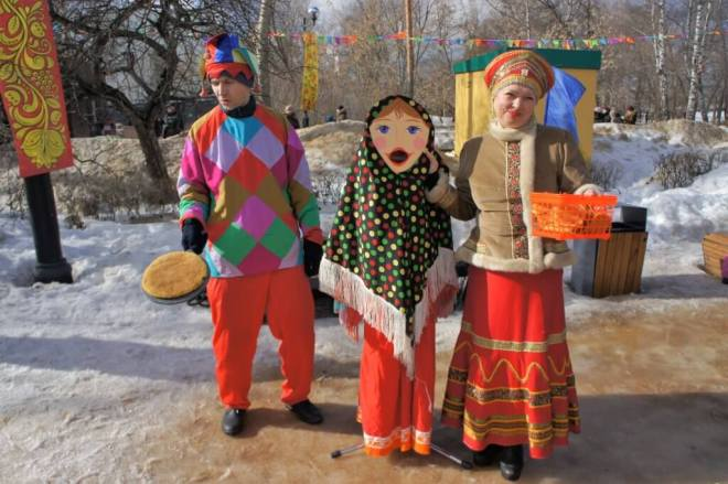 Games with pancakes in Russia