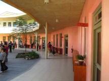 慈心華德福的一年級教室,外牆、室內都是粉嫩的顏色~