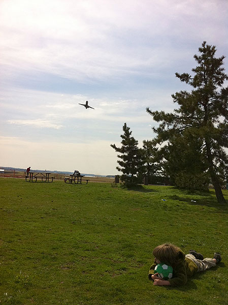 Gravelly Point is a great place to watch airplanes, play ball, and hang out and relax