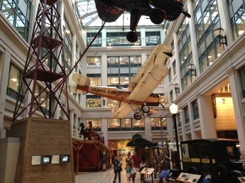 Exciting displays in every direction in the lofty atrium
