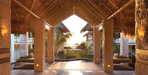 luxe_Azul-Beach_entrance